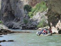 Rafting rodedado de natauraleza