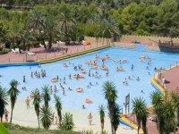 Gran piscina de olas familiar