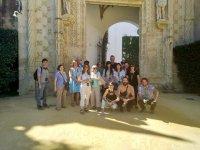 Grupo descubriendo la historia