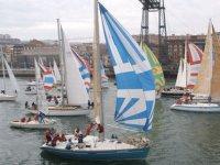 Participa en regatas