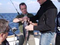 Pescando bonitos a 15 millas de costa.