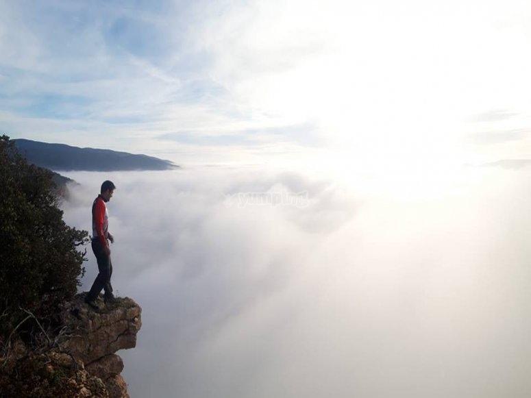 Richi Navarro observando el lugar de uno de sus saltos