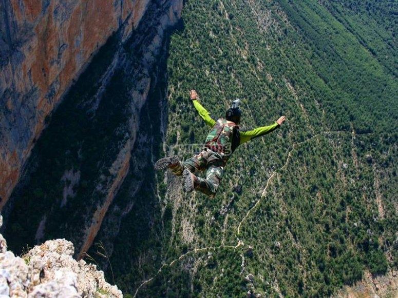 Primer Salto de Richi Navarro desde pared de Aragón