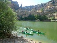 Recorriendo las aguas en kayak