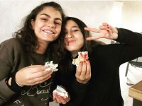 Nuestras alumnas comiendo dulce
