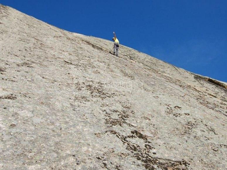 Completando la via de escalada