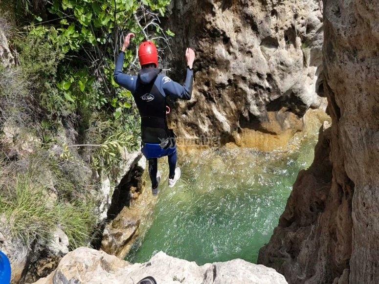 Salto en el barranco de Río Verde