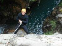 Bajando con la cuerda hasta el rio