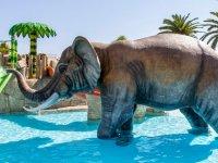 Elefante en la zona infantil