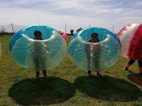 Jugadoras dentro de las burbujas