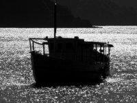 barco al atardecer