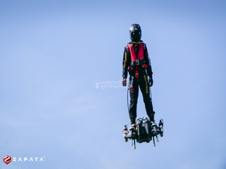Volando en el flyboard air