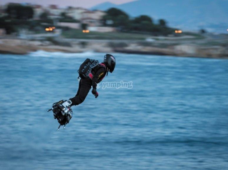 Zapata volando en el flyboard air