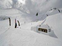 单板滑雪跳跃滑雪比赛