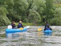 步伐通过莱昂的沼泽和河流航行