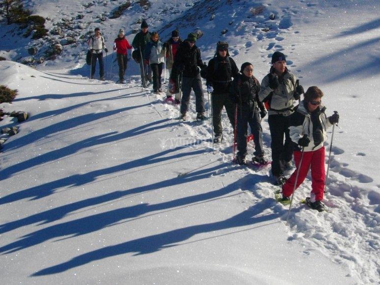 Recorrido con raquetas de nieve en Gredos