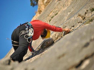 Corso di arrampicata e discesa in corda doppia in Toix 3 ore