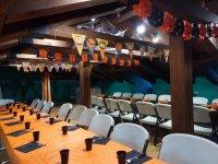 Tavolo con decorazioni tematiche