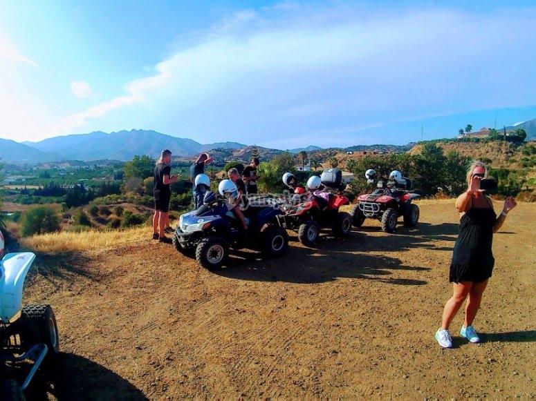 Contemplando las vistas en nuestra ruta de quad