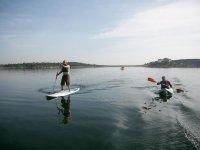 Haciendo paddle surf y piraguismo