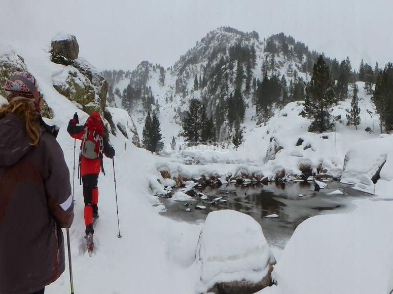 /tb_las-mejores-rutas-en-raquetas-de-nieve-por-el-pirineo-andorrano-pessons.jpg