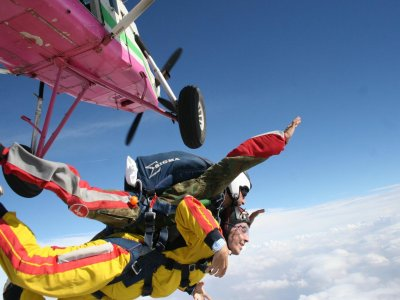 Skydiving From 4000 Meters + Video/Photos