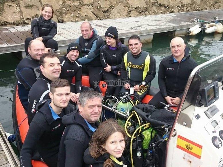 Tripulantes del barco de buceo