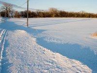 覆盖在雪地上的足迹谷