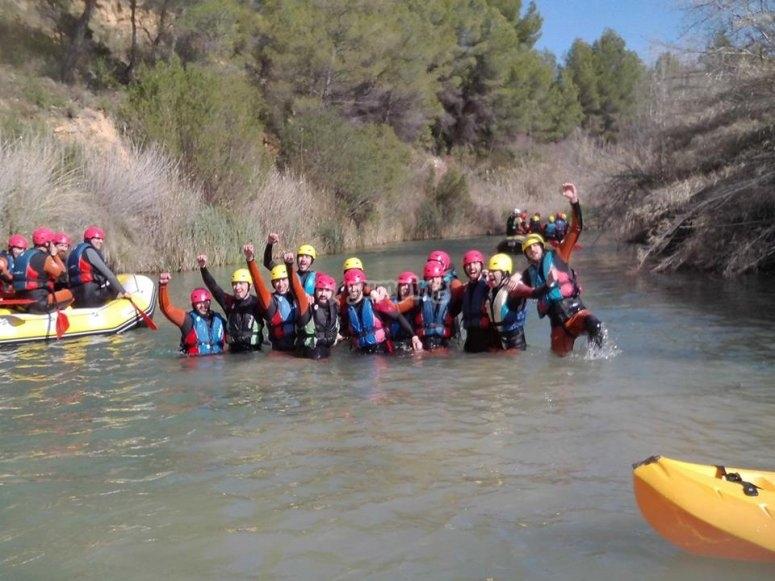 Gruppo di avventurieri dopo il rafting a Cabriel