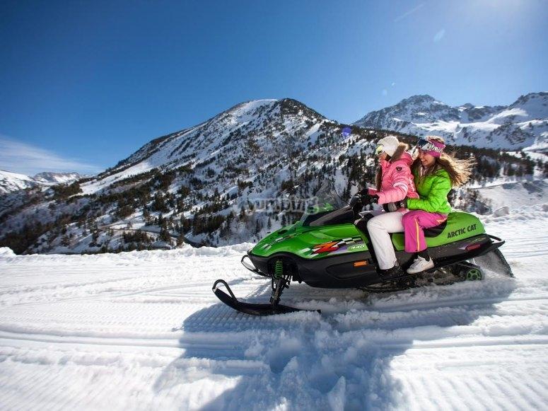 Motos de nieve en Vallnord