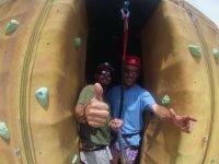 Con el instructor de escalada
