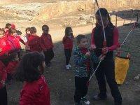 Un jeune archer dans la forteresse