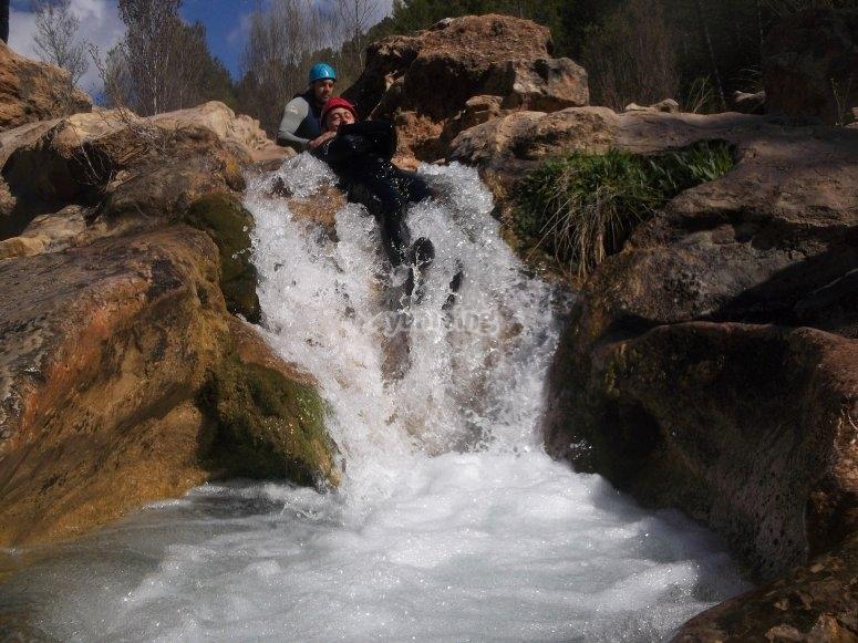 Descenso por tobogán natural en el Río Cabriel