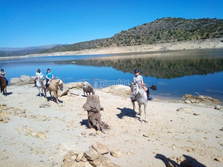 Junto al río Guadarrama con los caballos