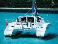 独家双体帆船