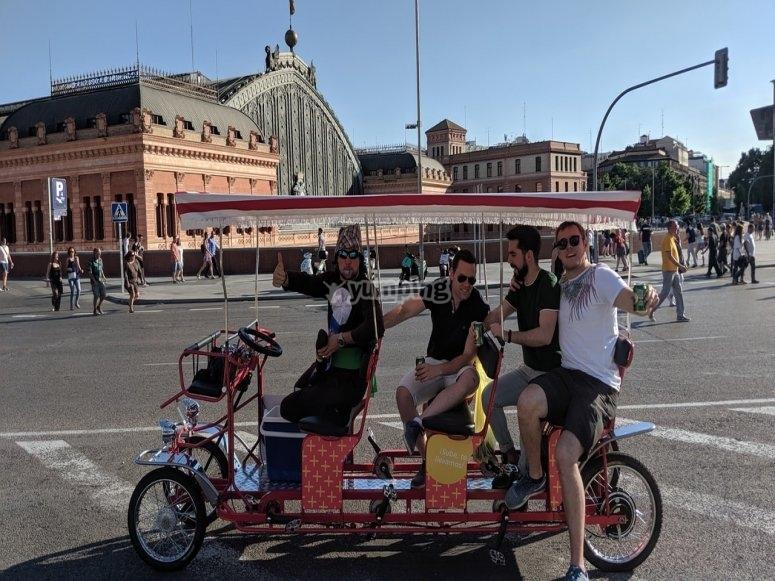 Cumpleaños a bordo de la bicibirra por Madrid