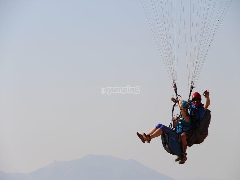 Volando por los cielos de Loja en parapente