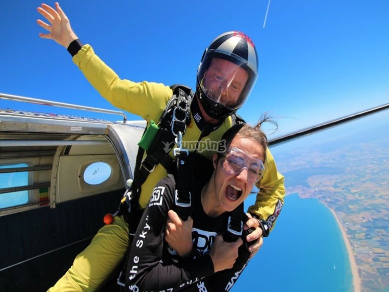 Caída libre en paracaidas