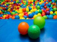 Parque de bolas con piscina