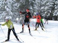 grupos de esquiadores