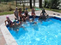 Refrescandose en la piscina de Negreira