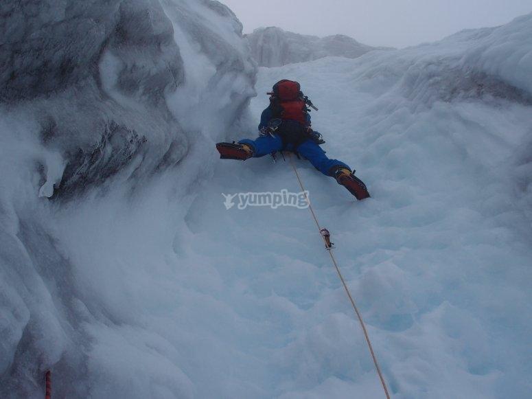 Practicando alpinismo
