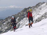 Sesión de alpinismo en la nieve