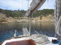 Viendo la costa desde la cubierta