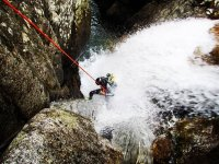 Rapeleando en la cascada