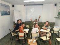 Divirtiéndose en clase