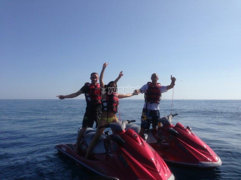 Amigos en motos de agua en Denia