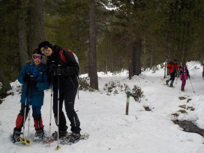 导游雪鞋和4x4 Ordesa