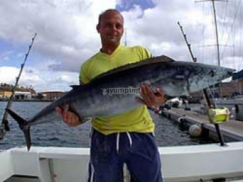 Recorre las aguas de Canarias para capturar grandes piezas