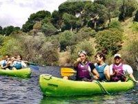 Desciende ríos en canoas